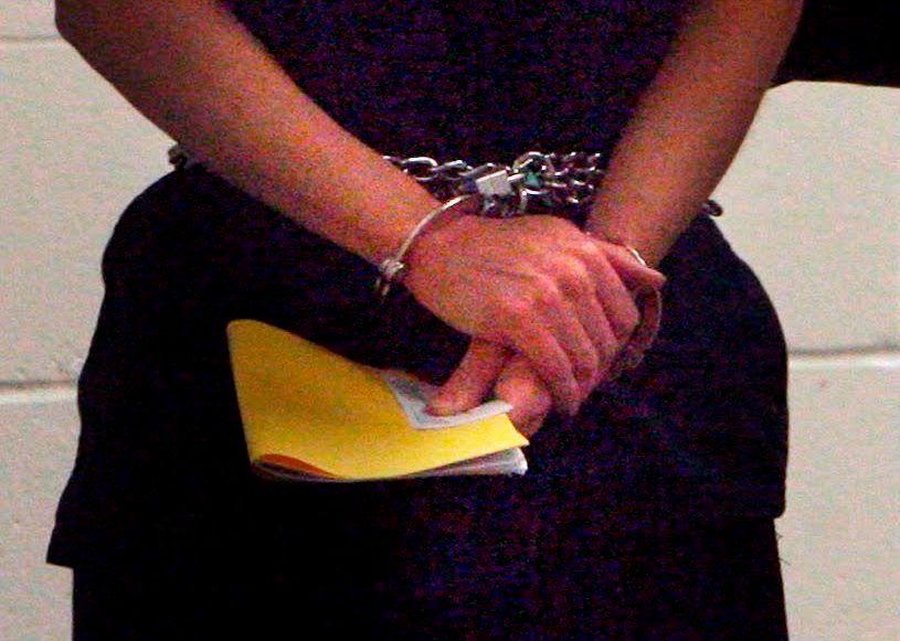 Foto ilustrativa de una mujer detenida.