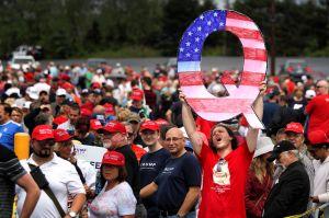 """Latinos de Florida caen en la trampa de """"teorías de conspiración"""" para apoyar a Trump"""