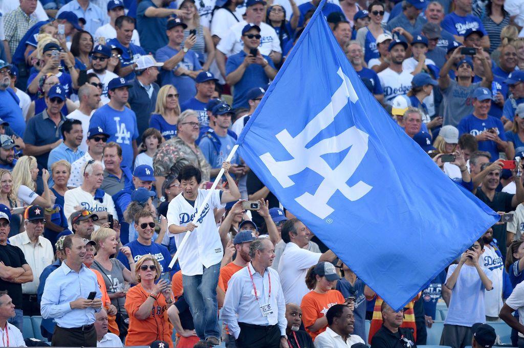 Aficionados de los Dodgers de Los Ángeles.