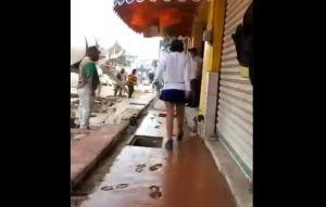 VIDEO: #LadyBanqueta Mujer pasa por piso fresco hecho por albañiles en Tabasco