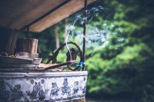 Aprende a interpretar el humo y la ceniza del incienso