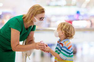 Cómo podemos hablar con nuestros hijos sobre la importancia de usar mascarilla