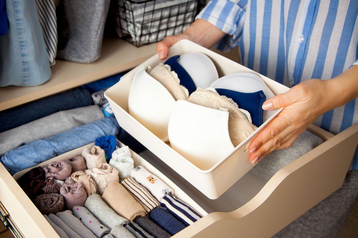 Los 5 mejores productos para ahorrar espacio en tu closet si tienes mucha ropa