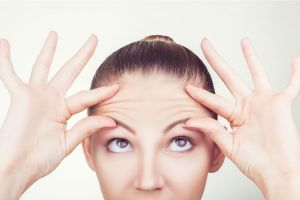 Los mejores productos con ácido hialurónico para hacerte un tratamiento antiarrugas en casa