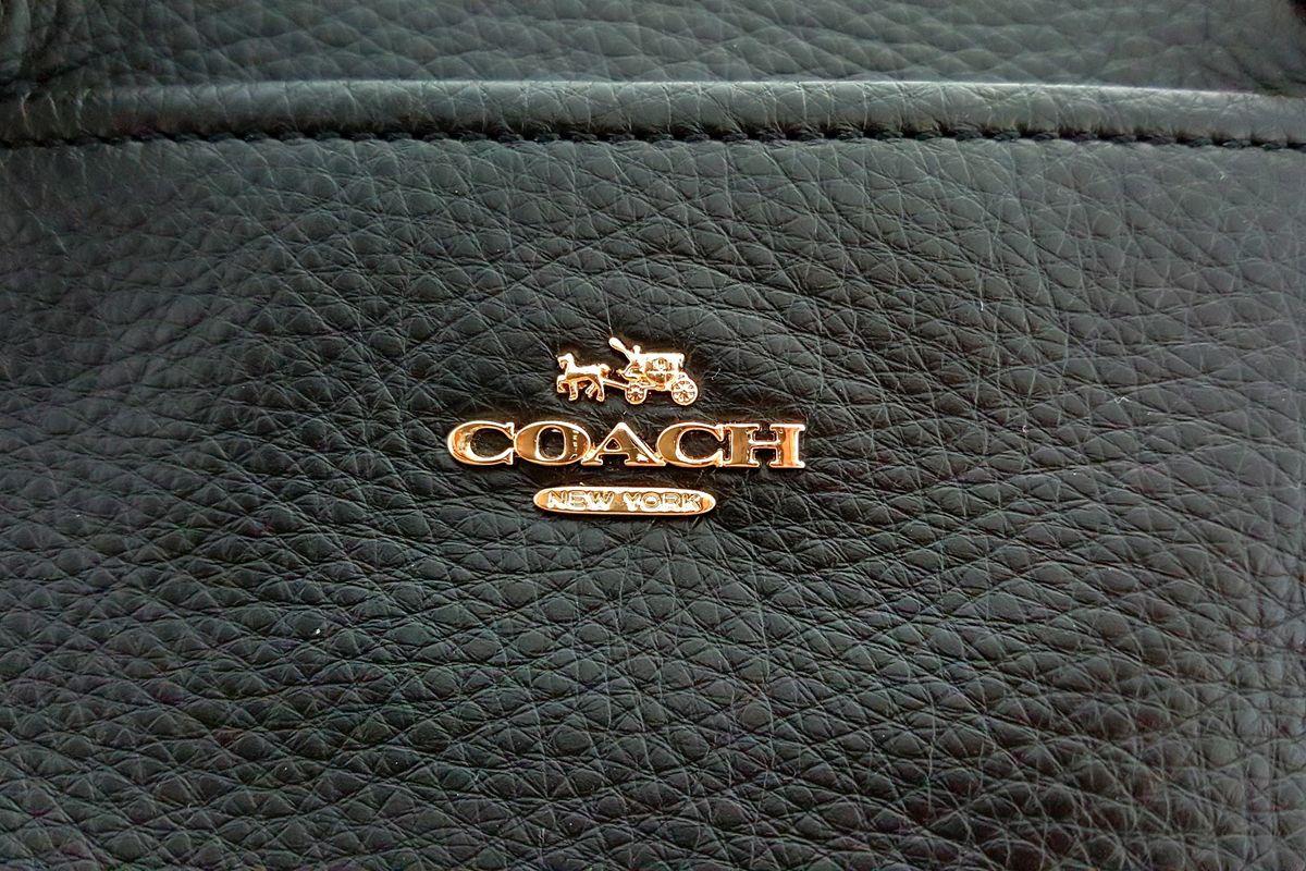 Las mejores carteras y accesorios Coach que puedes usar a diario con cualquiera que sea tu look