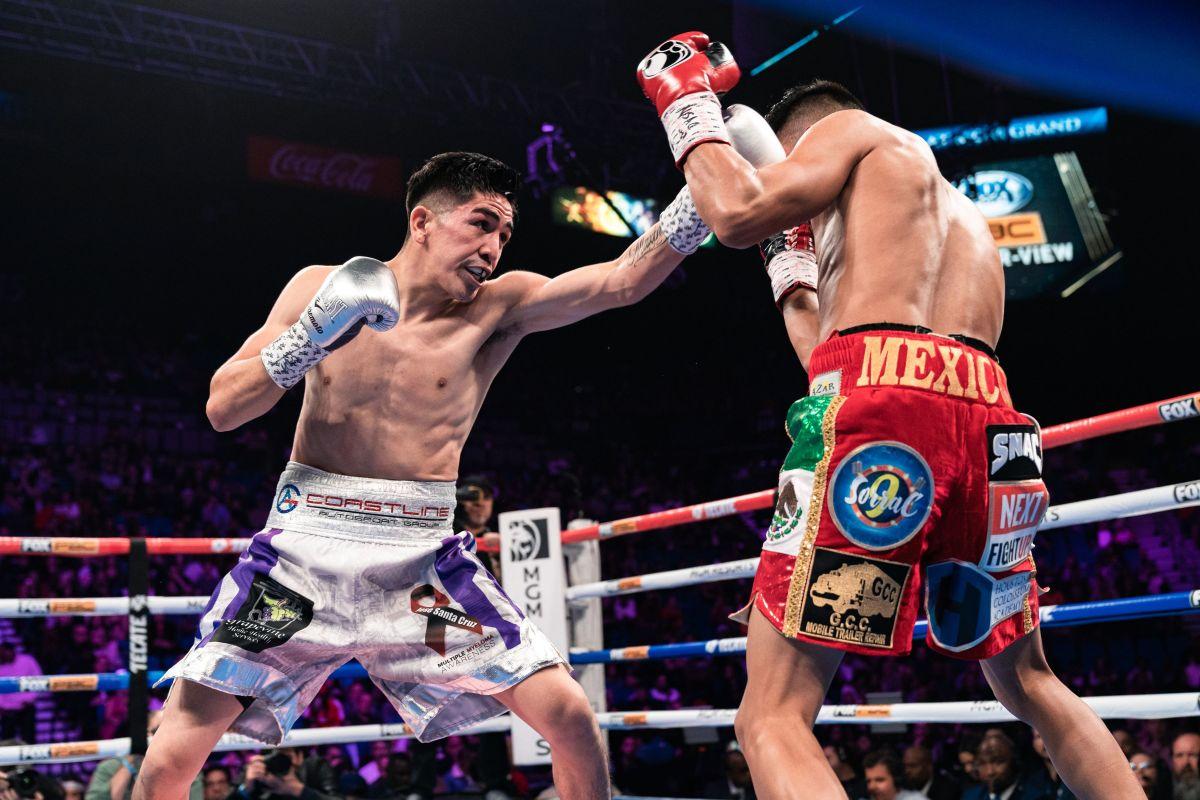 Leo Santa Cruz en un combate anterior ante Miguel Flores. (Premier Boxing Champions)
