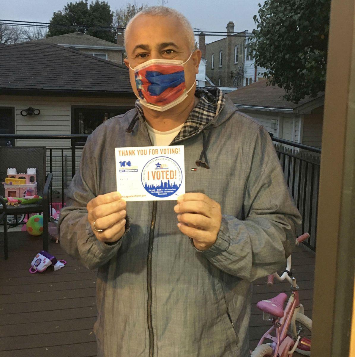 Residentes de Chicago destacan la importancia del voto latino en estas elecciones