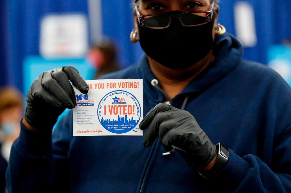 Ciudadanos en Illinois, motivados para ir a votar pese a la pandemia de covid-19