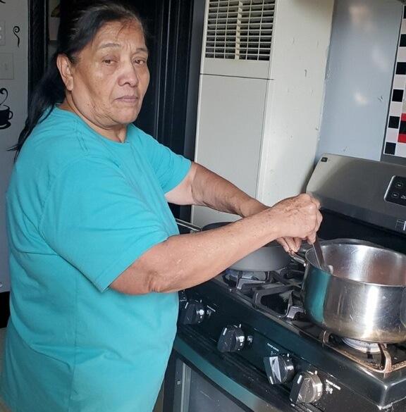 Adultos mayores de bajos ingresos en Illinois obtendrán cobertura médica sin importar su condición migratoria