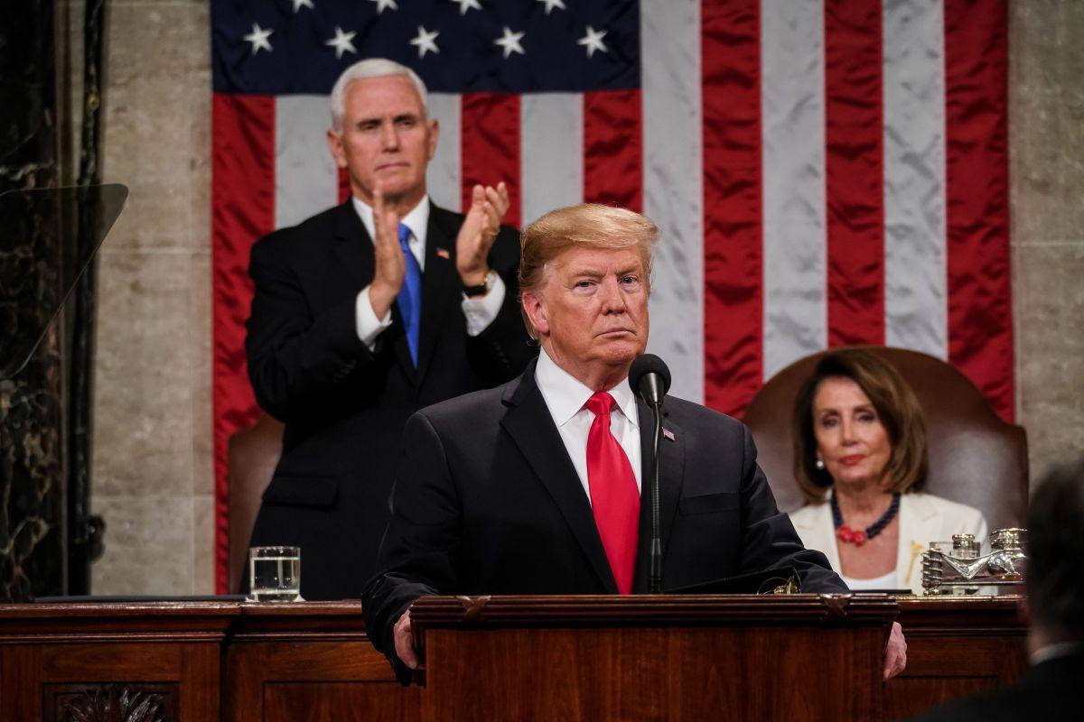 El presidente Donald Trump con el vicepresidente Mike Pence y la líder de la Cámara, Nancy Pelosi.
