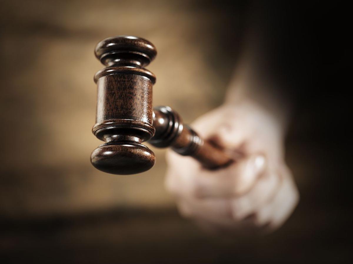 La corte de apelaciones revoca más veces a este juez que a otros que buscan permanecer en su cargos