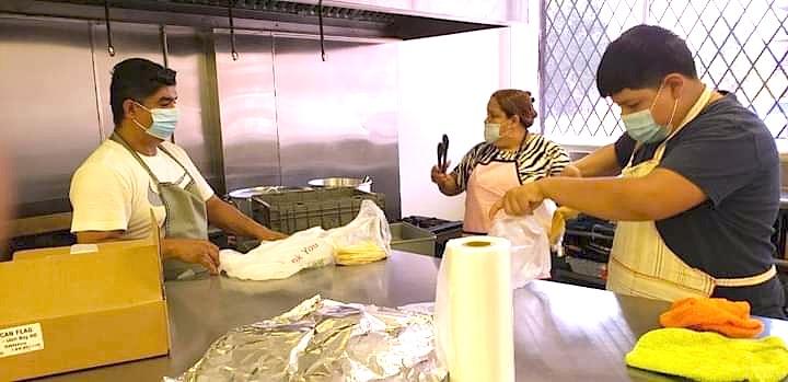 Cooperativa de vendedores ambulantes de Chicago busca comprar edificio donde opera su cocina comercial