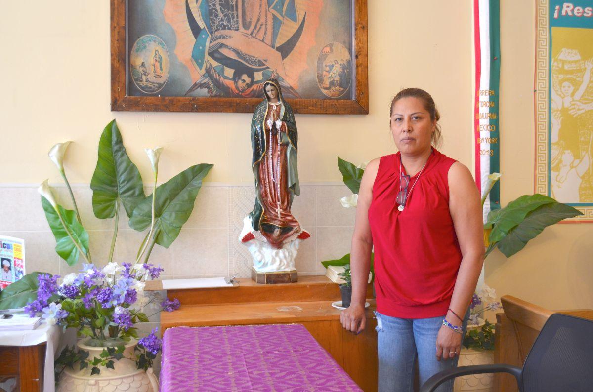Francisca Lino para evitar la deportación permanece refugiada en la iglesia Metodista Unida San Adalberto en Humboldt Park, desde hace tres años. (Belhú Sanabria / La Raza)