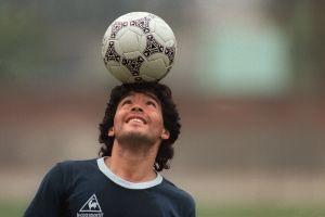 Jóvenes latinos de Chicago recuerdan la gloria y penuria de Diego Maradona