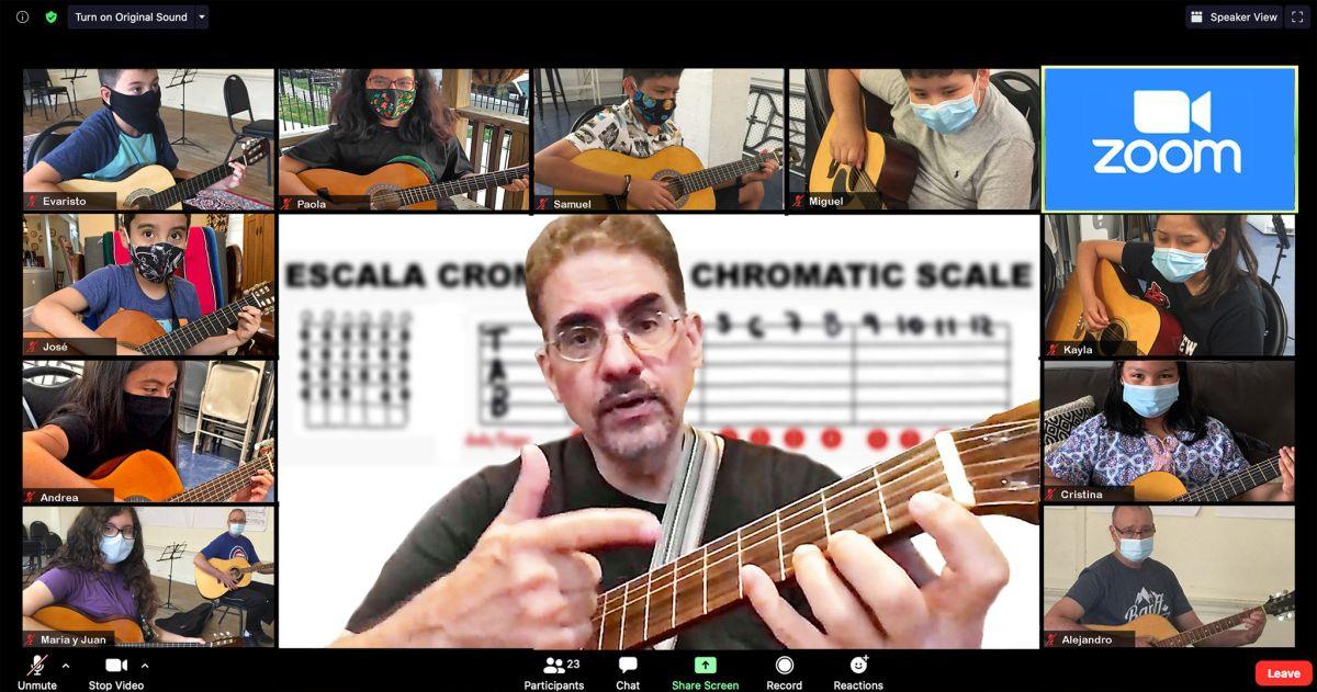 Una de las clases virtuales vía Zoom de Sones de México Ensemble. (Cortesía Juan Díes, Sones de México Ensemble)