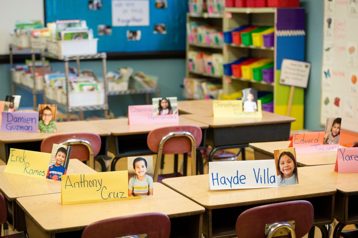 Miles de estudiantes de CPS regresan a las aulas