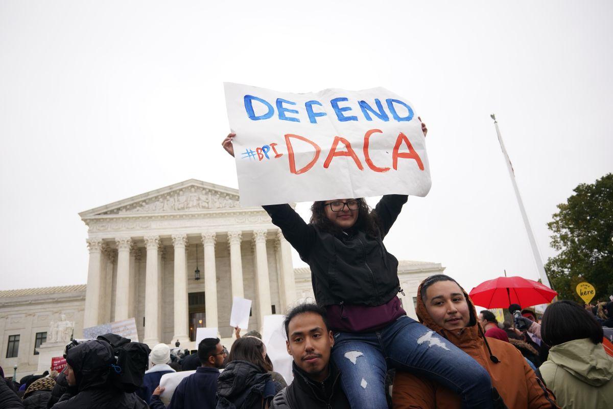 Dreamers de Chicago, cautelosos ante la restauración de DACA