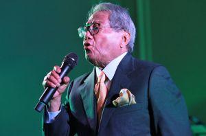 AMLO confirma muerte de Armando Manzanero y se conmueve al punto de las lágrimas
