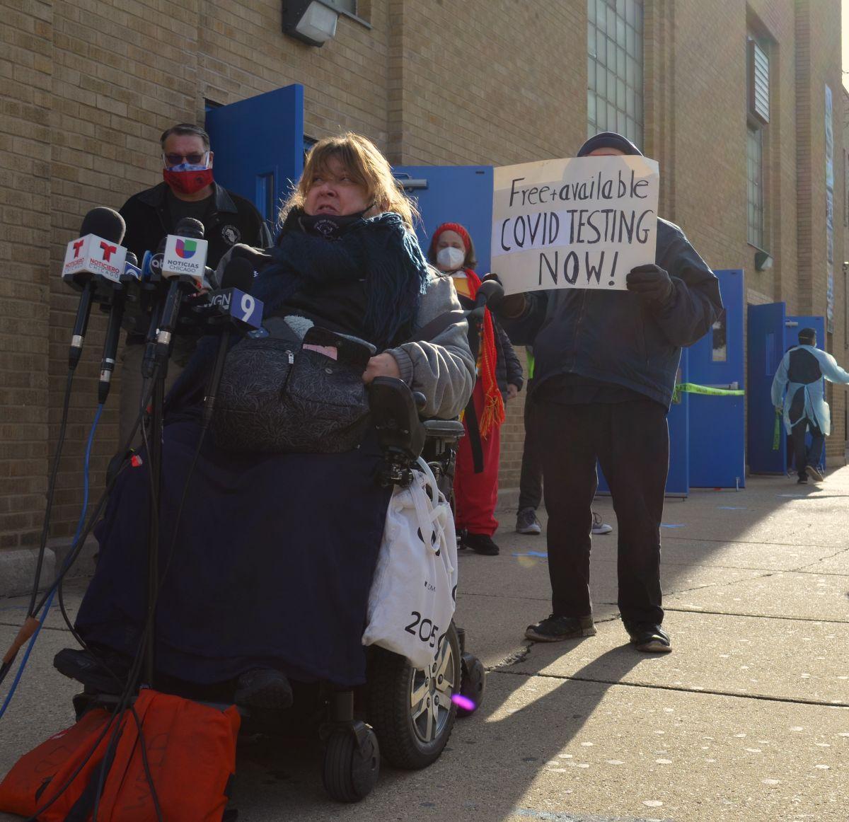 Líderes comunitarios piden plan de vacunación masiva contra el covid-19 en los barrios latinos de Chicago. (Belhú Sanabria / La Raza)