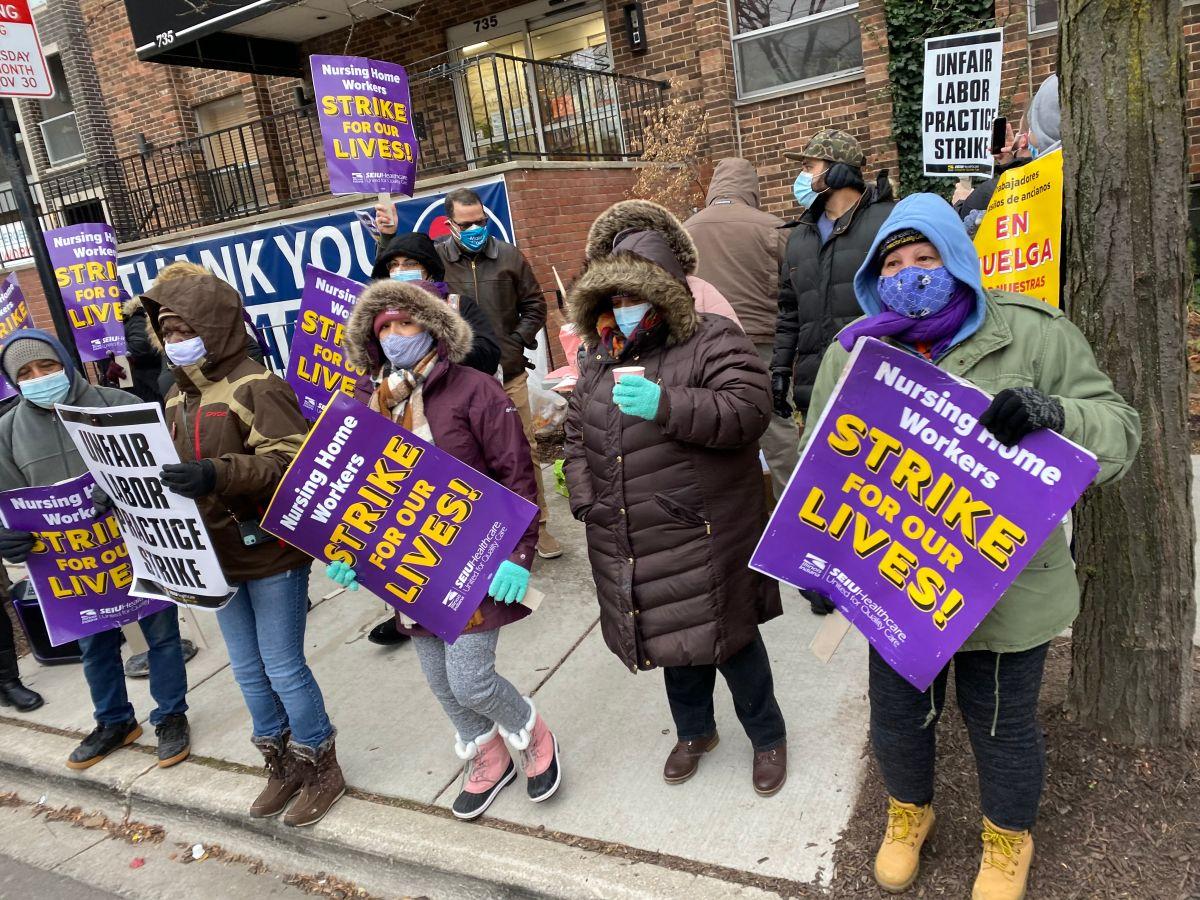 Huelga en asilos de Chicago: trabajadores exigen mejor pago y protección contra el covid-19