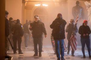 Caos en Washington tras asalto al Capitolio de miles de seguidores de Trump