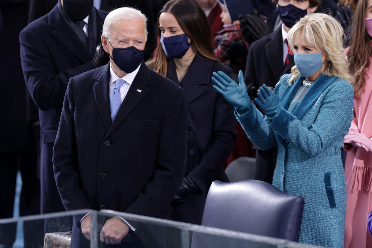 Joe Biden  y su esposa Jill al llegar a la ceremonia de inauguración presidencial, el 20 de enero de 2021. Biden es el presidente #46 de EEUU.