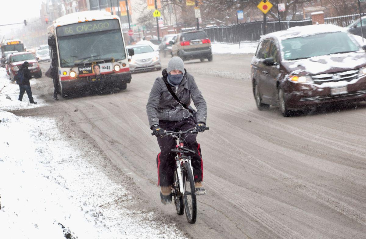 Chicago se prepara ante tormenta invernal que azotará en algunas áreas hasta con ocho pulgadas de nieve
