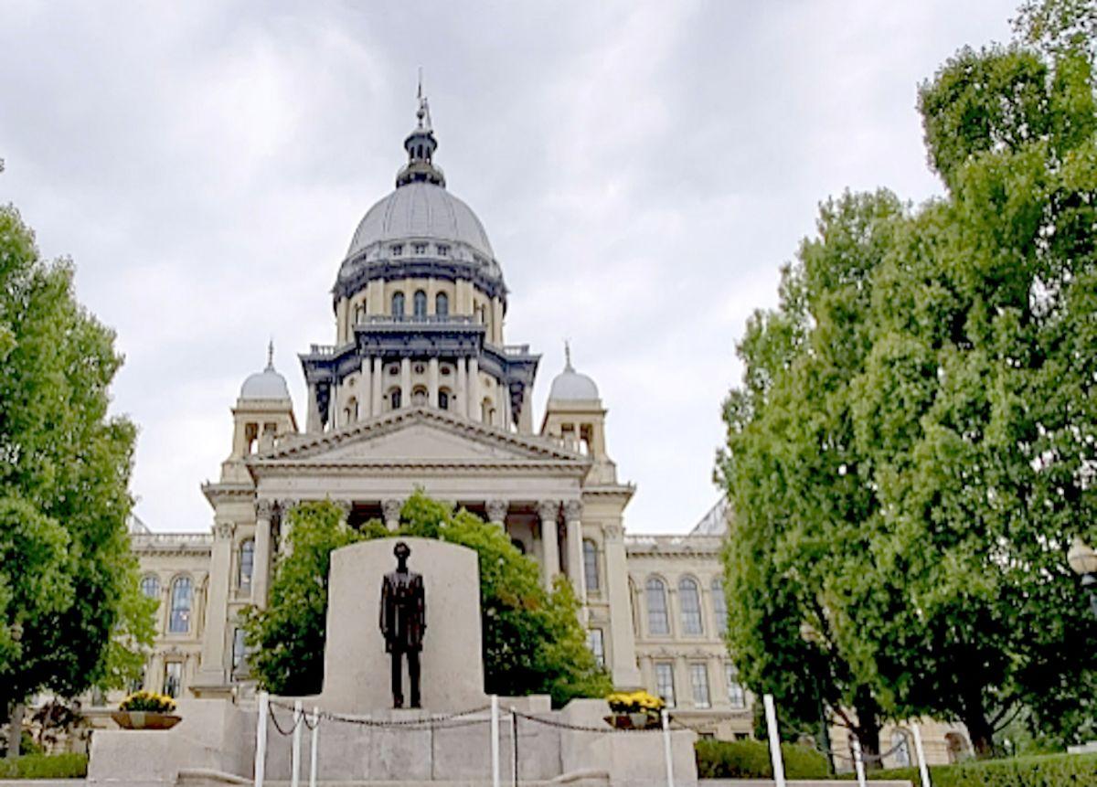 Frente del Capitolio del Estado de Illinois en Springfield.