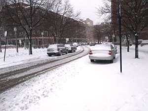 Recomiendan a residentes de Chicago reducir la velocidad al manejar en medio de la tormenta invernal