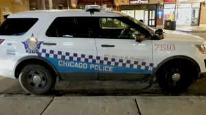 Disparan fatalmente a un hombre mientras viajaba en un vehículo en el barrio de Irving Park