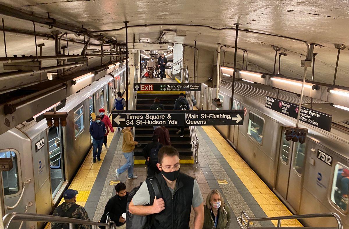 Encuentran dos cadáveres en vagones del Metro de Nueva York