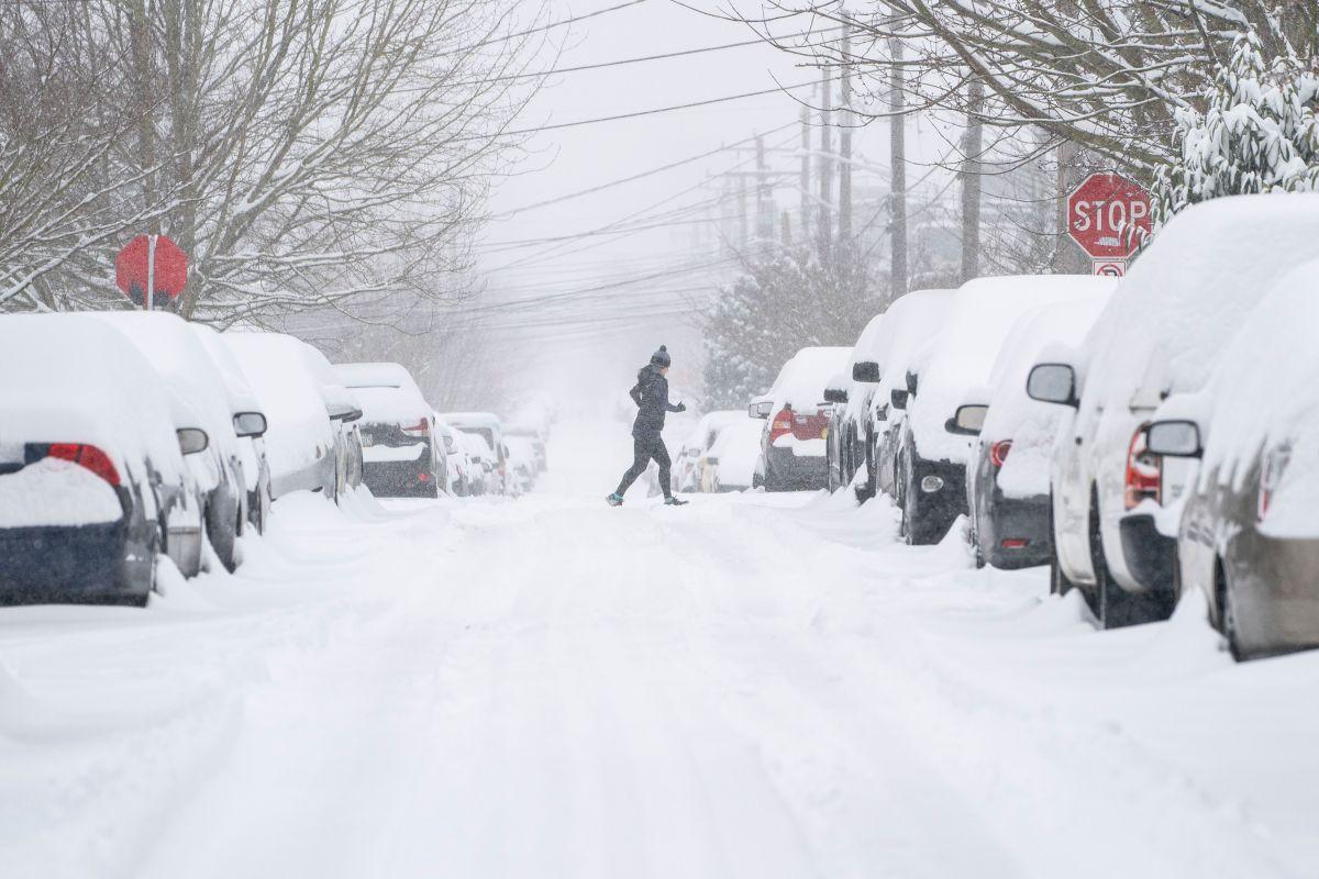 Estados Unidos cancela vuelos y continúa en alerta por tormenta de nieve