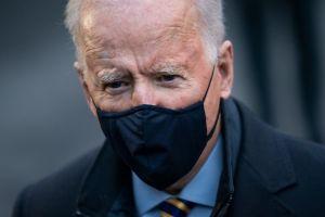 """Biden espera que Estados Unidos vuelva a la normalidad """"la próxima Navidad"""""""