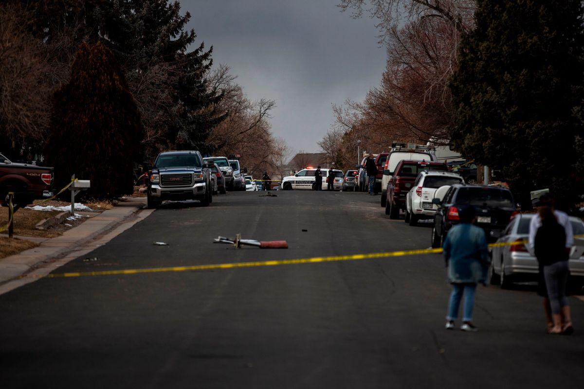 Piezas del motor del avión de United Airlines cayeron en un suburbio de Denver