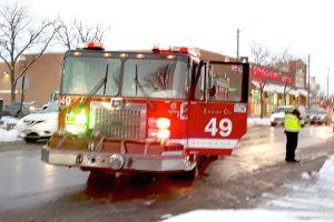 Dos personas hospitalizadas tras incendio en vivienda en Norwood Park