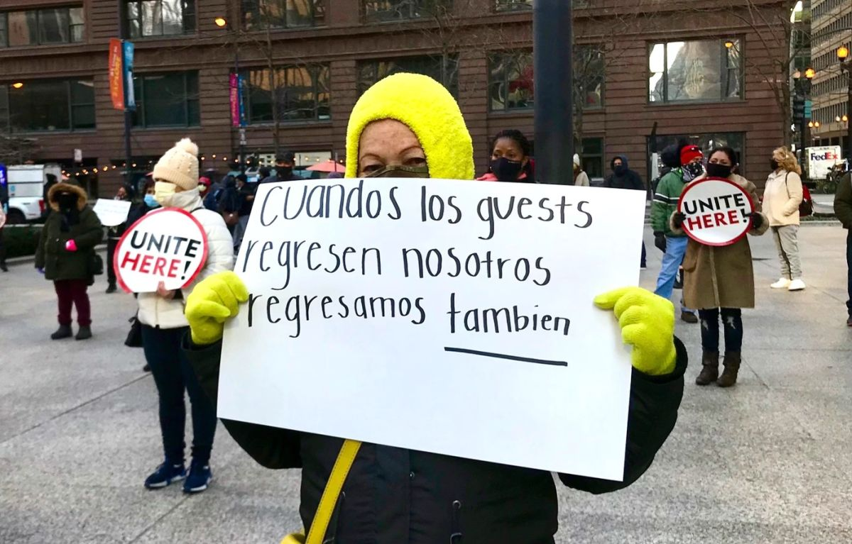 Trabajadores de hoteles y su lucha para que se apruebe una ordenanza que permitiría que vuelvan a ser contratados en sus antiguos puestos de trabajo. (Foto Sindicato Unite Here Local 1)