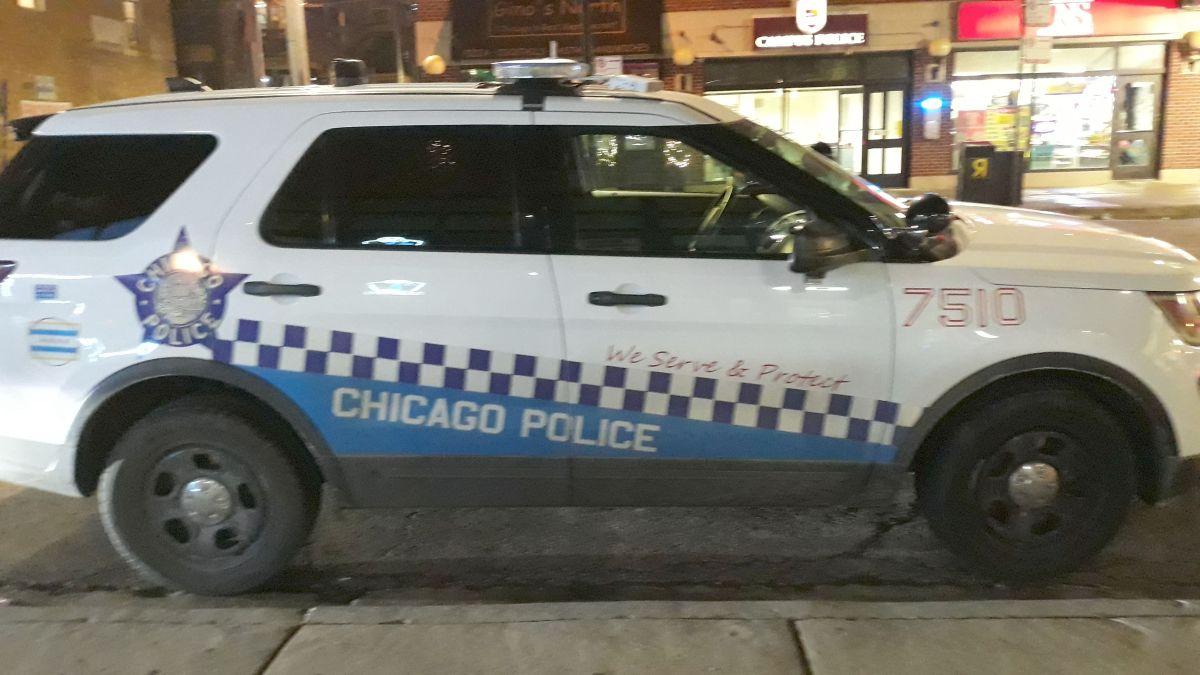 La Policía de Chicago ha cancelado sus días libres y trabajará en turnos de 12 horas en su afán de prevenir la violencia antes del fin de semana festivo. Foto Impremedia