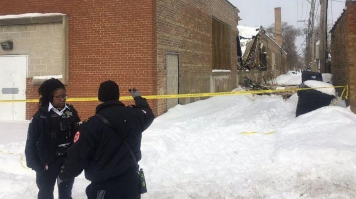Techos colapsan debido al peso de la nieve durante tiempo invernal en Chicago