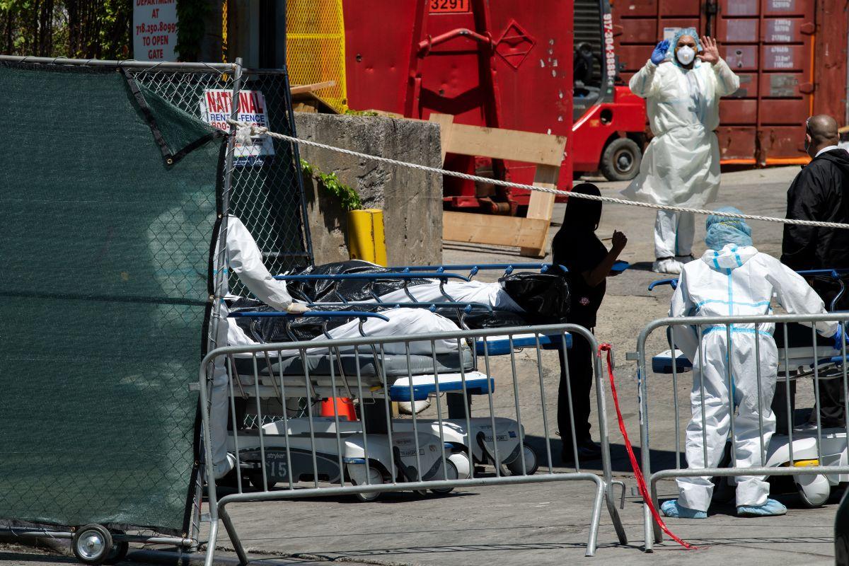 Médicos forenses usaron tarjetas bancarias de cadáveres para robar