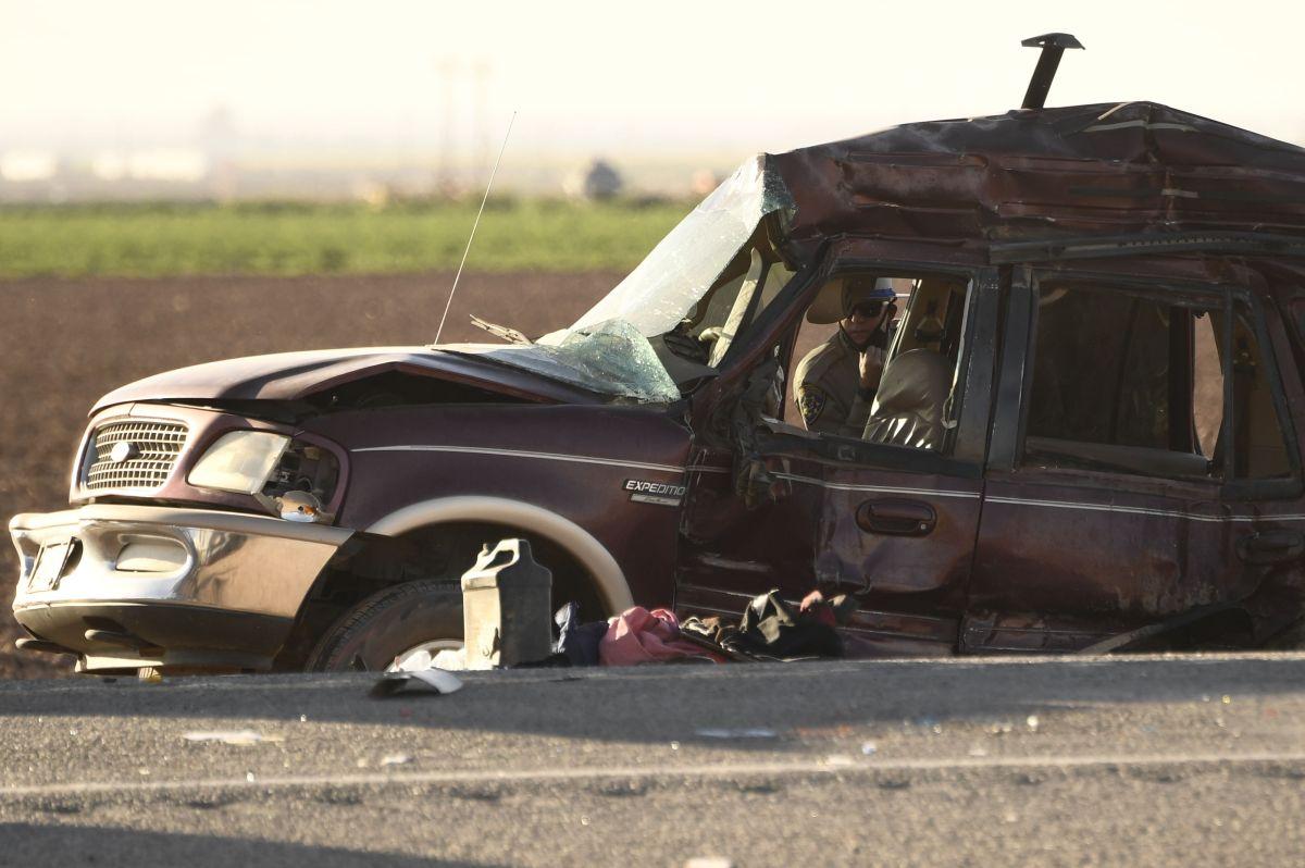SUV que se estrelló con un semirremolque lleno de grava cerca de Holtville, California, el 2 de marzo de 2021.