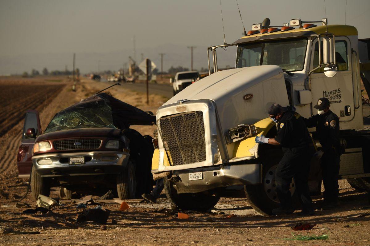 Familiares reconocen a 12 de las 13 víctimas del choque en California