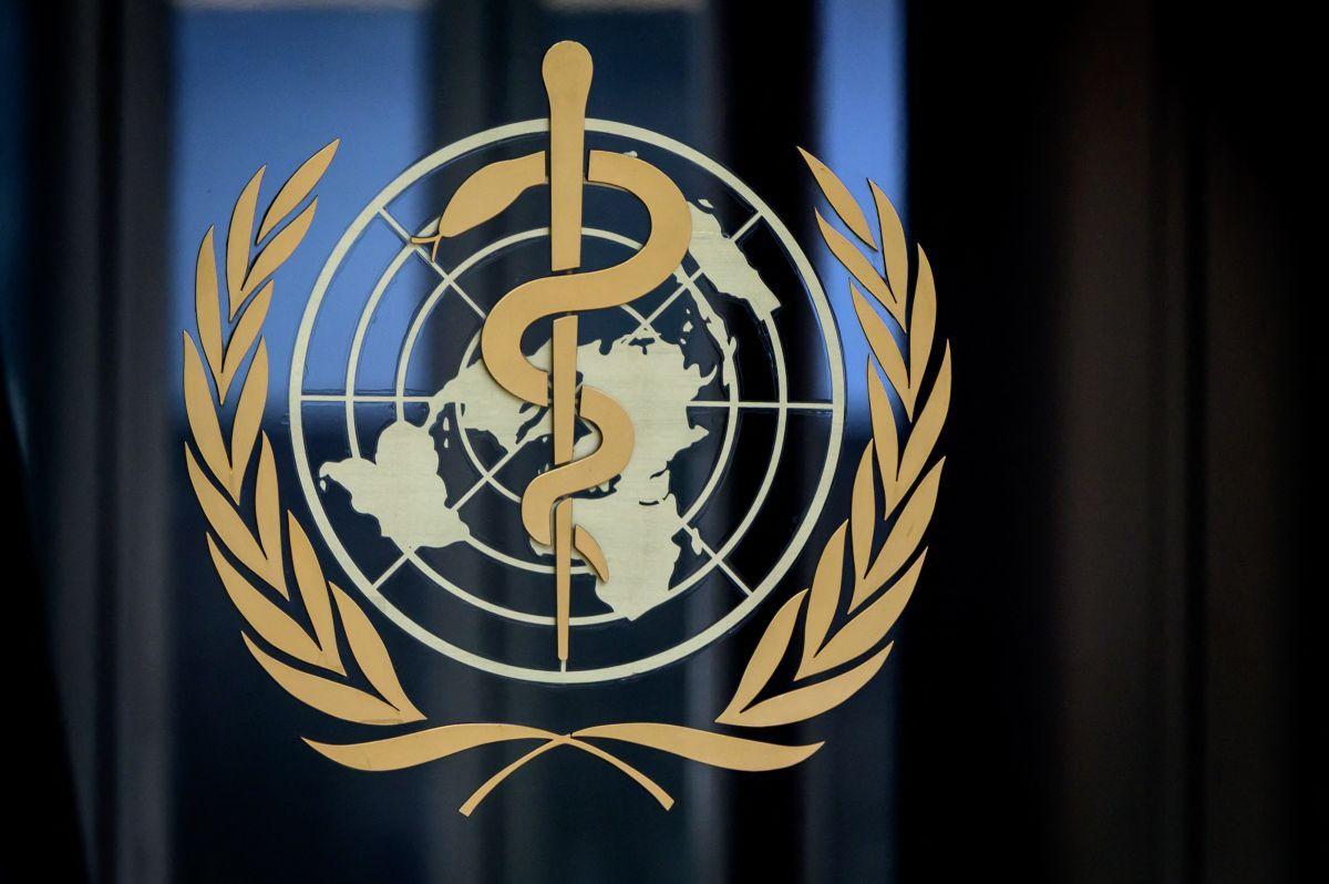 Organización Mundial de la Salud (OMS) en la entrada de su sede en Ginebra en medio del brote de coronavirus COVID-19