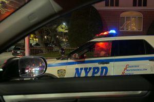 La Policía de Nueva York reveló video del robo a una mujer en su departamento