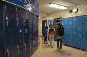 Estudiantes de secundaria de CPS regresan al aprendizaje en persona el lunes