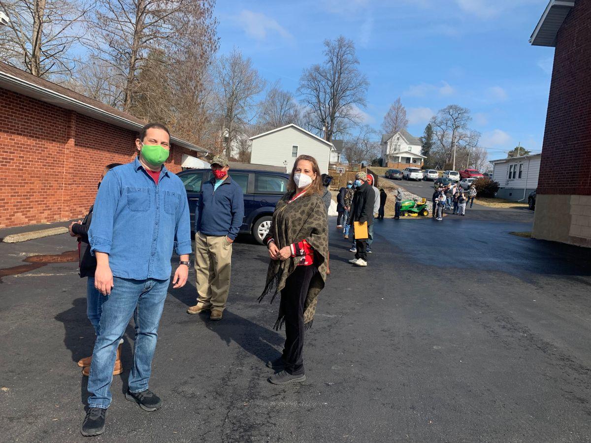 Trabajadores rurales de Illinois también sufren temor y teorías conspirativas sobre la vacuna covid-19