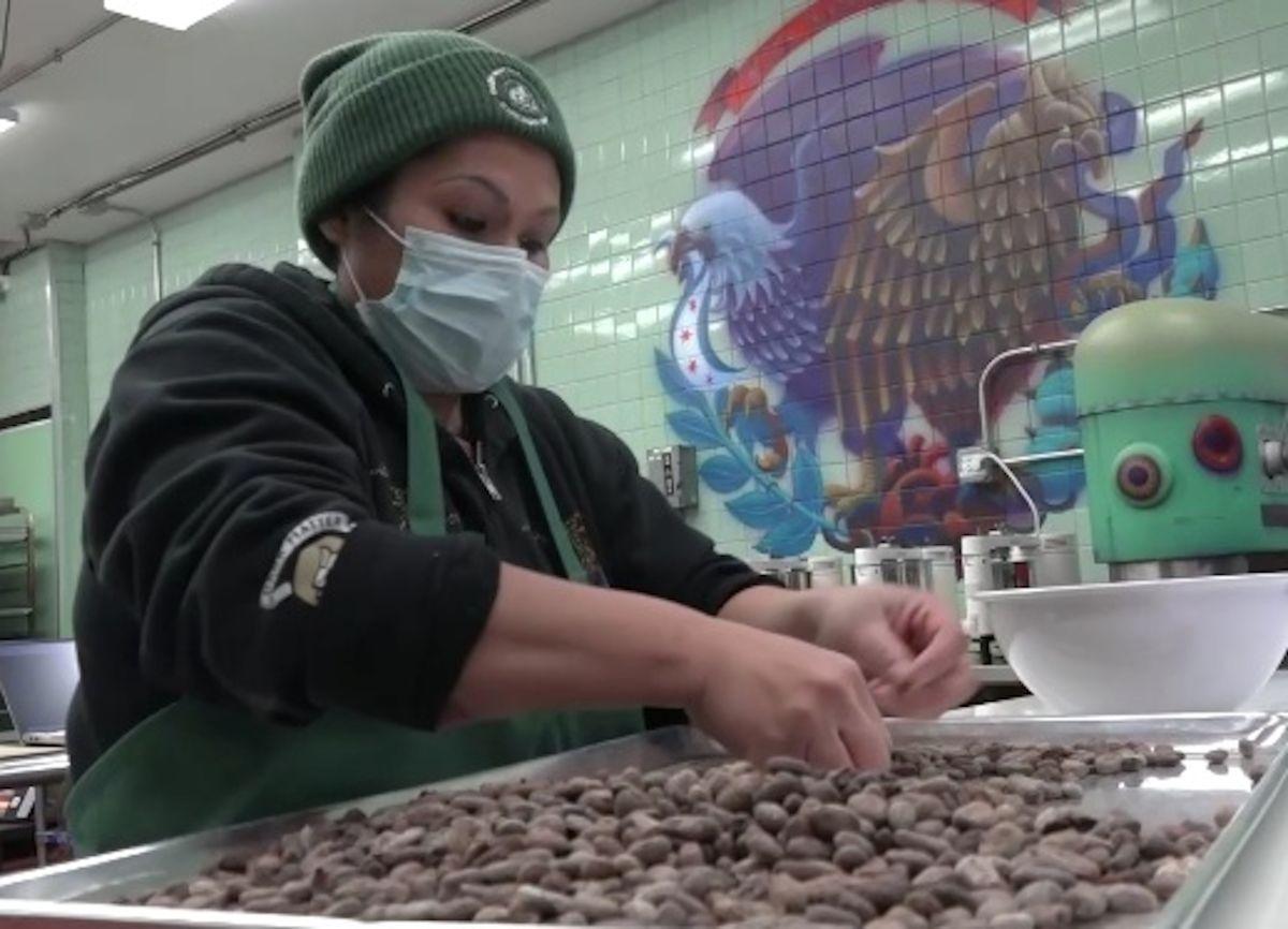 Una chocolatería de Pilsen prepara dulces con auténticos granos de cacao mexicano