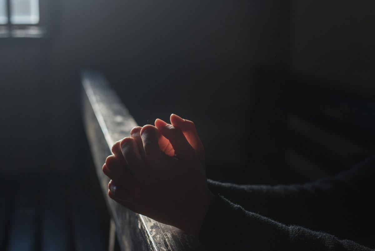 El pastor enfrenta cargos criminales por violación que aún son investigados