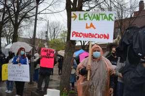 Abogan por el fin la prohibición del control de alquileres y se oponen al desplazamiento urbano en La Villita