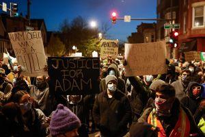 Comunidad de La Villita reflexiona sobre la muerte de Adam Toledo, la policía, las pandillas y la raza