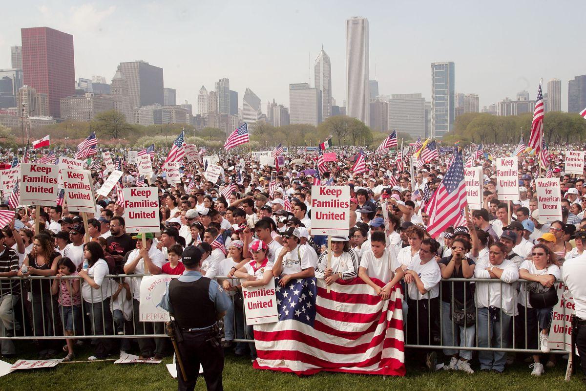 Convocan en Chicago a paro nacional y marcha el 1 de mayo para exigir una reforma migratoria
